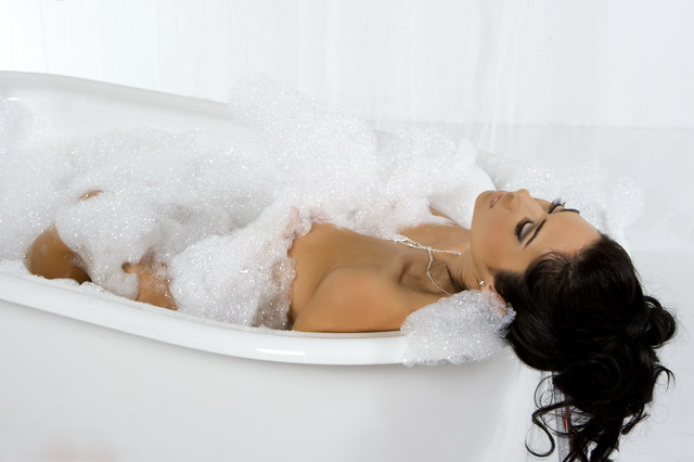 фото в ванной женщин