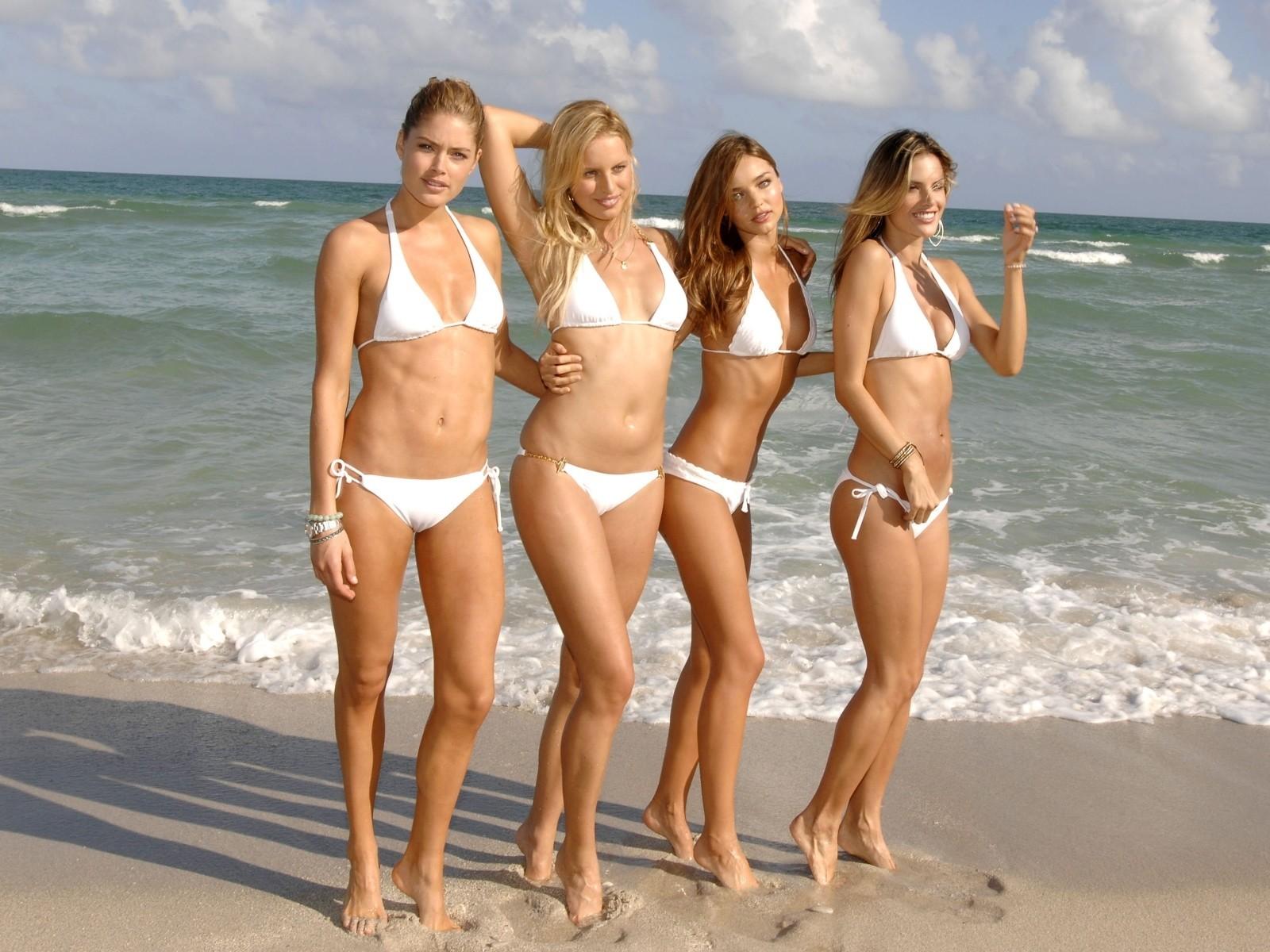 Секс с молоденькими на пляже 2 фотография