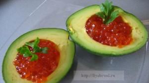 закуски с красной икрой -авокадо с икрой
