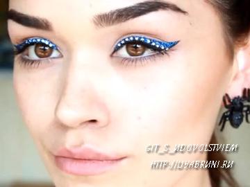 макияж со стразми на глазах