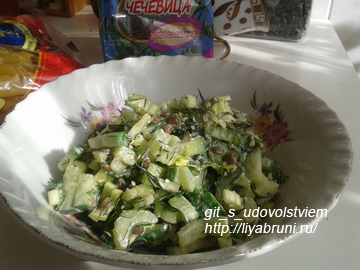 салат из чечевицы с стеблевым сельдереем