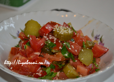 рагу из помидоров с маринованными огурцами