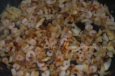гречневая каша с луком и креветками.