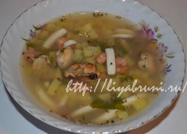 Суп из морепродуктов морской коктейль